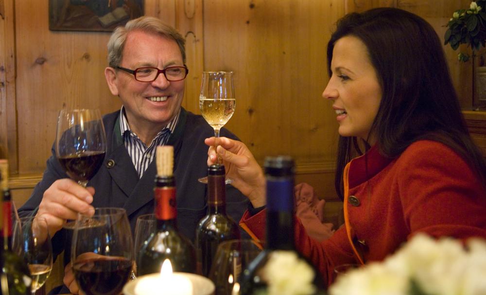 Siegfried und Theresa Egger beim Weinverkosten